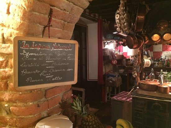 Hotelito Lupaia: Peek of the kitchen and that night's menu