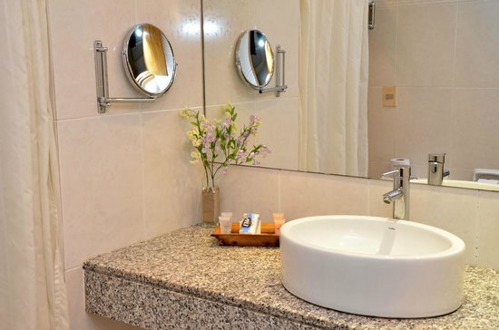 Armon Suites Hotel: Bathroom Superior Room