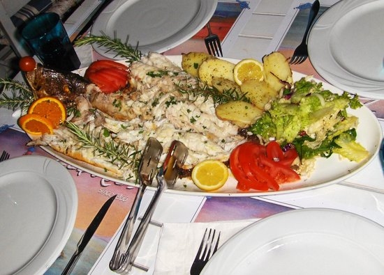 Zefyros Family Fish Taverna : Red Snapper voor 4 personen