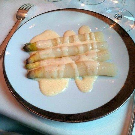 Le Taillevent : Asperges blanches - Sauce Mousseline