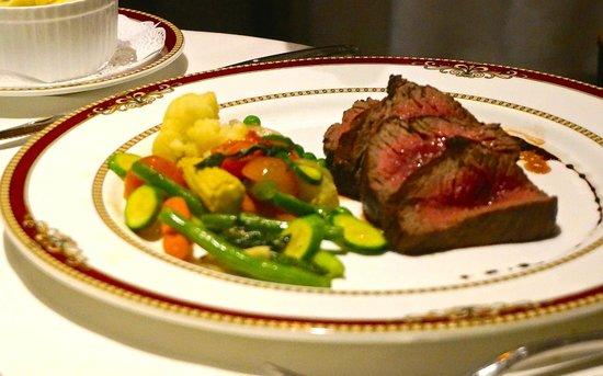 Restaurante Grano de Oro: Main course with vegetables