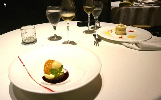 Restaurante Grano de Oro: Desserts on the table