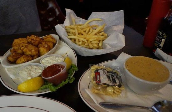 Thorn's Showcase Lounge : halibut, fries, and chowder