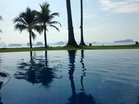 Koyao Island Resort : pool of the AC villa's