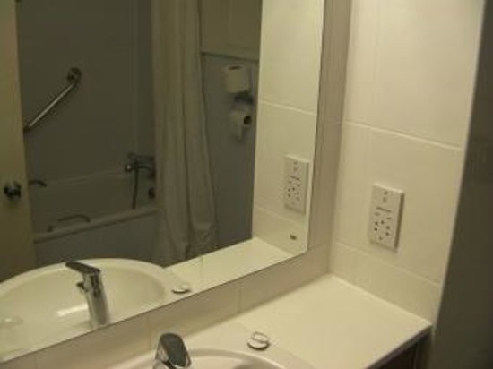 Travelodge London Covent Garden: Bathroom