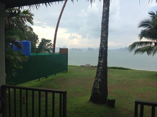 Koyao Island Resort : the construction site next to our villa (view from the front of our bedroom)