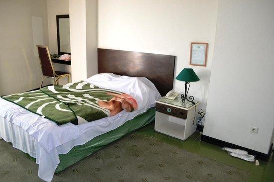 Tehran Grand: Bed