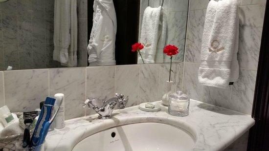 The Chesterfield Mayfair: Bagno elegante e funzionale. Tutto perfetto