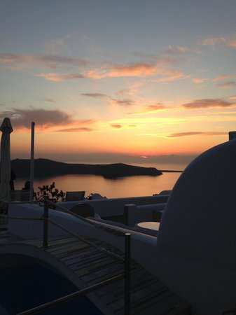 Iliovasilema Suites : Sunset from hotel