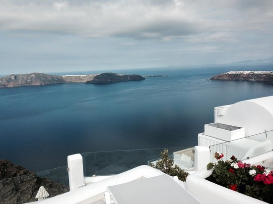 Iliovasilema Suites : View from hotel across to Oia