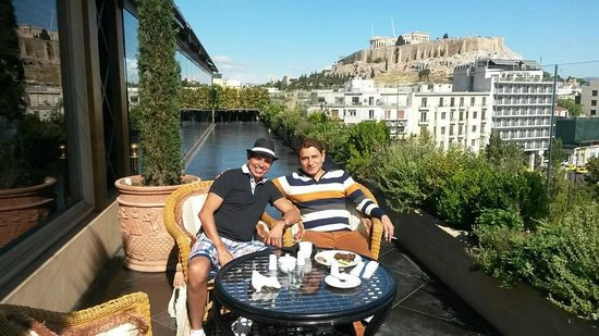 Royal Olympic Hotel: at the terrace having breakfast