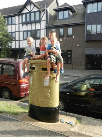 Joanna Rowsell's Gold Post Box - Cheam: On the box!