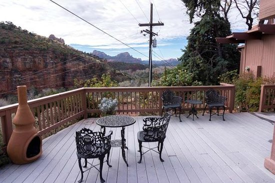 Sedona Views Bed and Breakfast : Main deck