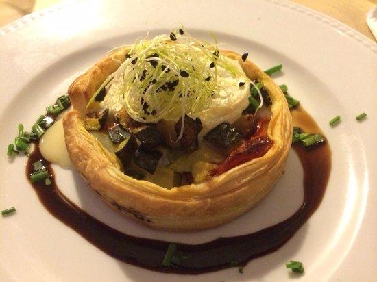 Restaurant Bouche en Folie : Tartelette de courgettes et tomates confites au rocamadour