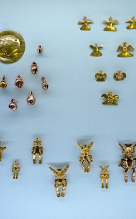 Museo del Oro Precolombino: More gold artifacts