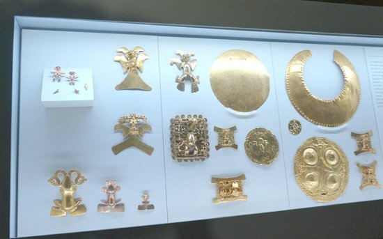 Museo del Oro Precolombino: More of the pretty gold artifacts