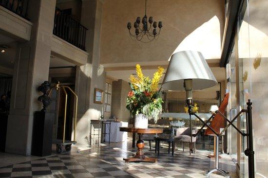 Hotel Duquesa de Cardona: холл отеля
