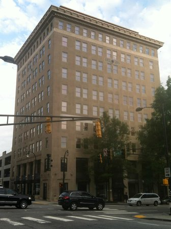 Glenn Hotel, Autograph Collection: Historic oasis in otherwise bland downtown