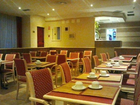 Senator Castellana Hotel: Dinning area