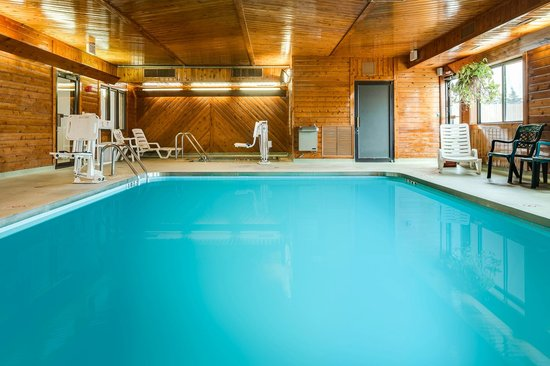 Quality Inn : Heated Indoor Pool and Hot Tub