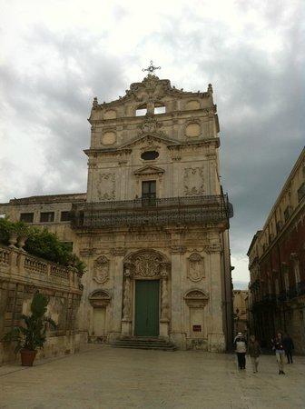 Chiesa di Santa Lucia alla Badia, facciata