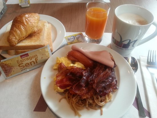 Hotel Mercure Wien Westbahnhof: Bland breakfast dishes.