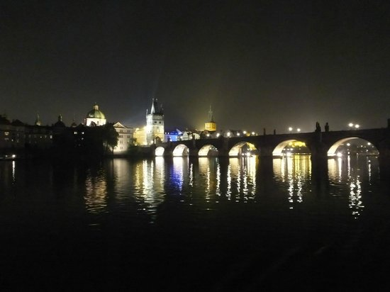 Jazz Boat : The Charles bridge..!