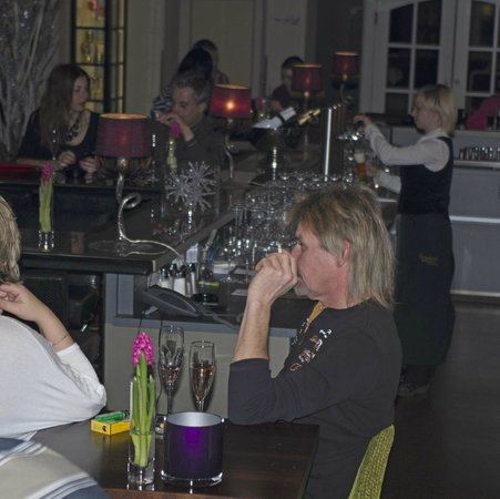 Entners am See: Smoky bar and lounge