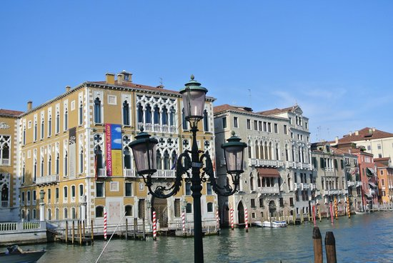 edifici storici che si vedono dal ponte dell'Accademia