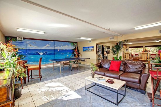 Paradise by the Sea Beach RV Resort: Recreation Room with Billiards and Video Games