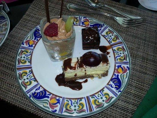 Sun Palace: Buffet Desserts, YUM