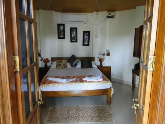 WoodHouse Beach Resort : La habitación
