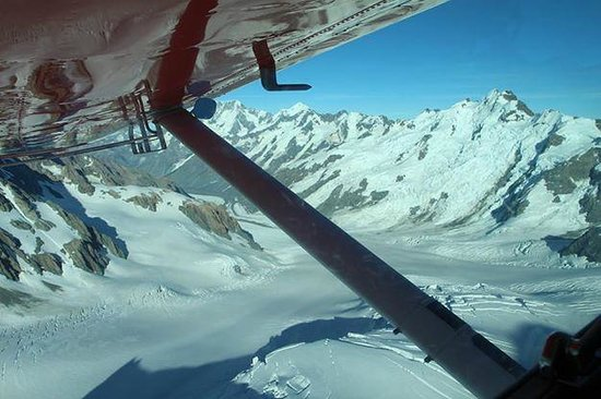 Mount Cook Ski Planes & Helicopters : View from my seat behind our pilot Sam