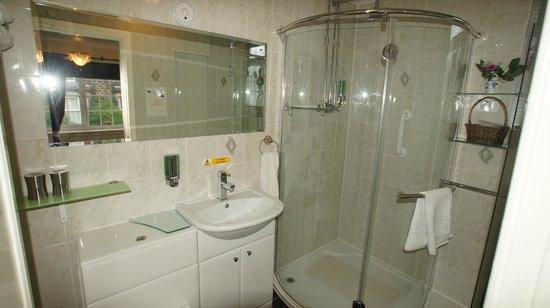 Ye Olde Coach House: Room_2 Bathroom2