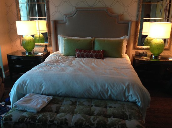 Four Seasons Hotel Las Vegas: King Sized bed