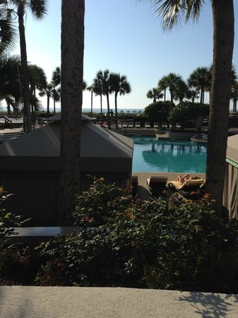 The Westin Hilton Head Island Resort & Spa : view over the main pool to the ocean from outside dining area