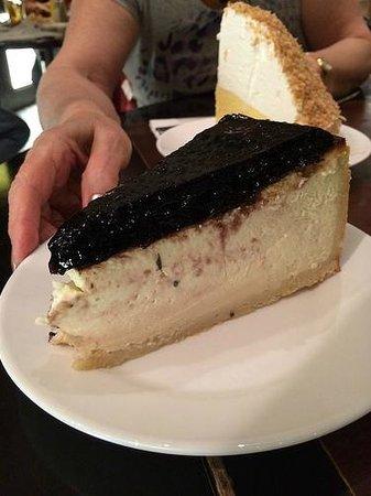 Carnegie Deli at the Mirage: Cheesecake