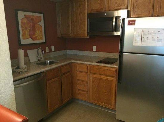 Residence Inn Philadelphia Conshohocken: Kitchen
