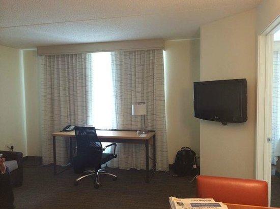 Residence Inn Philadelphia Conshohocken: living area in one bedroom suite