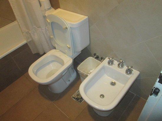 Milhouse Hostel Avenue : baño