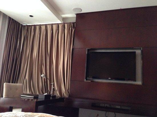 Wuyang Feili Hotel : TV e scrivania
