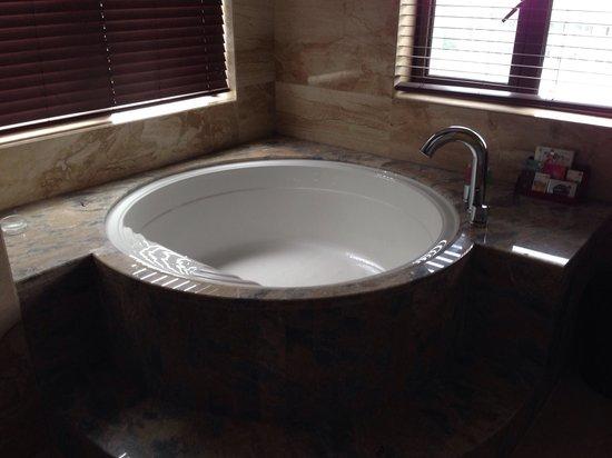 Wuyang Feili Hotel : Vasca da bagno