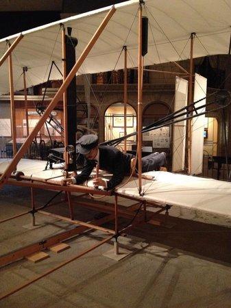 Museo Nacional del Aire y el Espacio: First plane ever!!