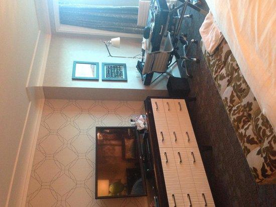 Four Seasons Hotel Las Vegas: Huge flat screen and plenty of storage space