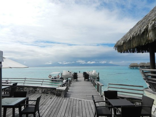 Sofitel Moorea Ia Ora Beach Resort : View of Tahiti form dining area
