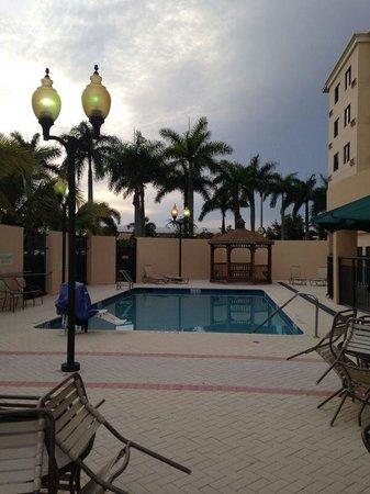 Courtyard Miami at Dolphin Mall: Delícia de lugar!