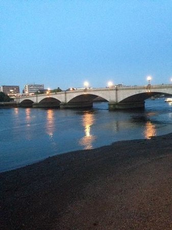 Premier Inn London Putney Bridge Hotel: putney bridge