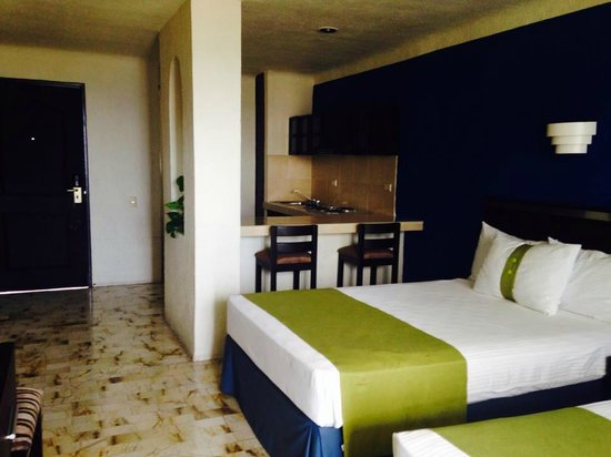 Aquamarina Beach Hotel: our room- just a standard ocean view with four double beds, much nicer than we expected