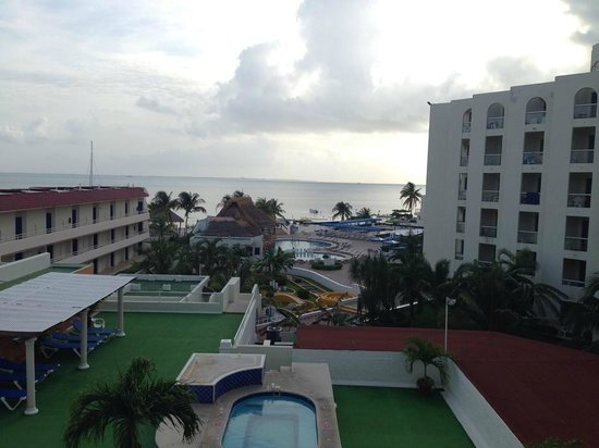 Aquamarina Beach Hotel: the view from our balcony- all inclusive rooms all have a balcony