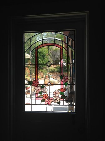 Regina del Palazzo : Our gorgeous stained glass kitchen door